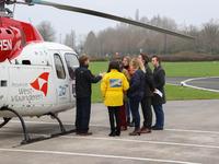 Een delegatie van het afdelingsbestuur op bezoek bij de Brugse MUG-heli.